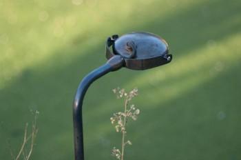QUIETUDE S : luminaire design extérieur, laiton massif vieilli, lampe Led 5w. 90 x 25 mm. Support cuivre vieilli